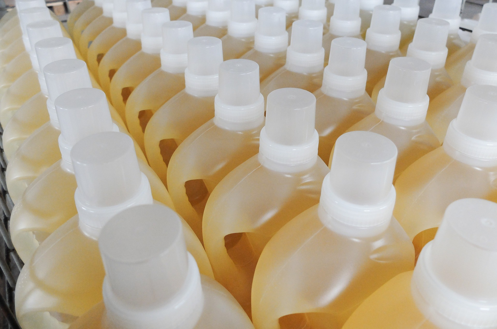 Control de productos químicos - Almacenamiento de suministros de limpieza adecuados